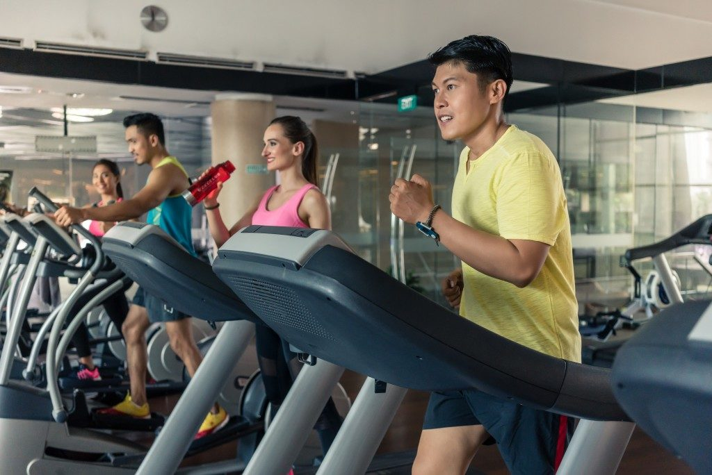 Friends doing cardio exercise